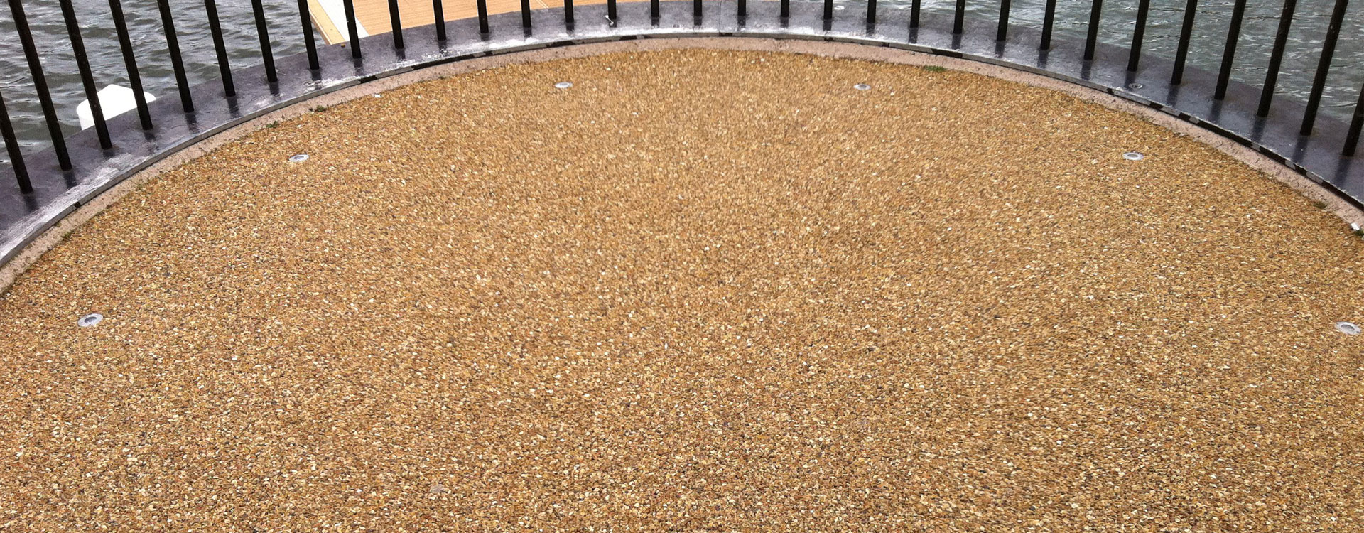 What is the Difference Between Resin Bonded and Resin Bound Gravel?